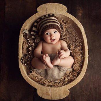 Csíkos sapka babafotózáshoz