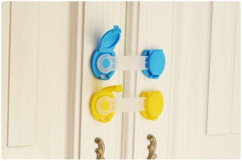 Hajlítható ajtó és fiókzár készletről
