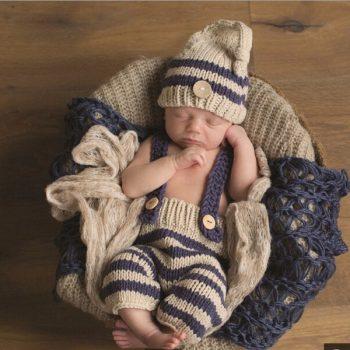 Baba fotózás- kék-bézs színű kantáros nadrágos szett készletről