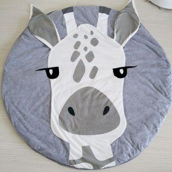 Zsiráf játszó szőnyeg kör alakú készletről