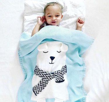 Finom kötésű jeges macis mintás takaró babáknak készletről