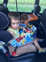 Játszó és étkező tálca gyerekeknek autóba, babakocsihoz- Autós tálca-Készletről azonnal