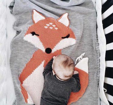 Finom kötésű róka mintás takaró babáknak