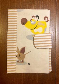Barna csíkos kiskutyás- Egészségügyi kiskönyv borító